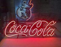 неоновая реклама кока-кола